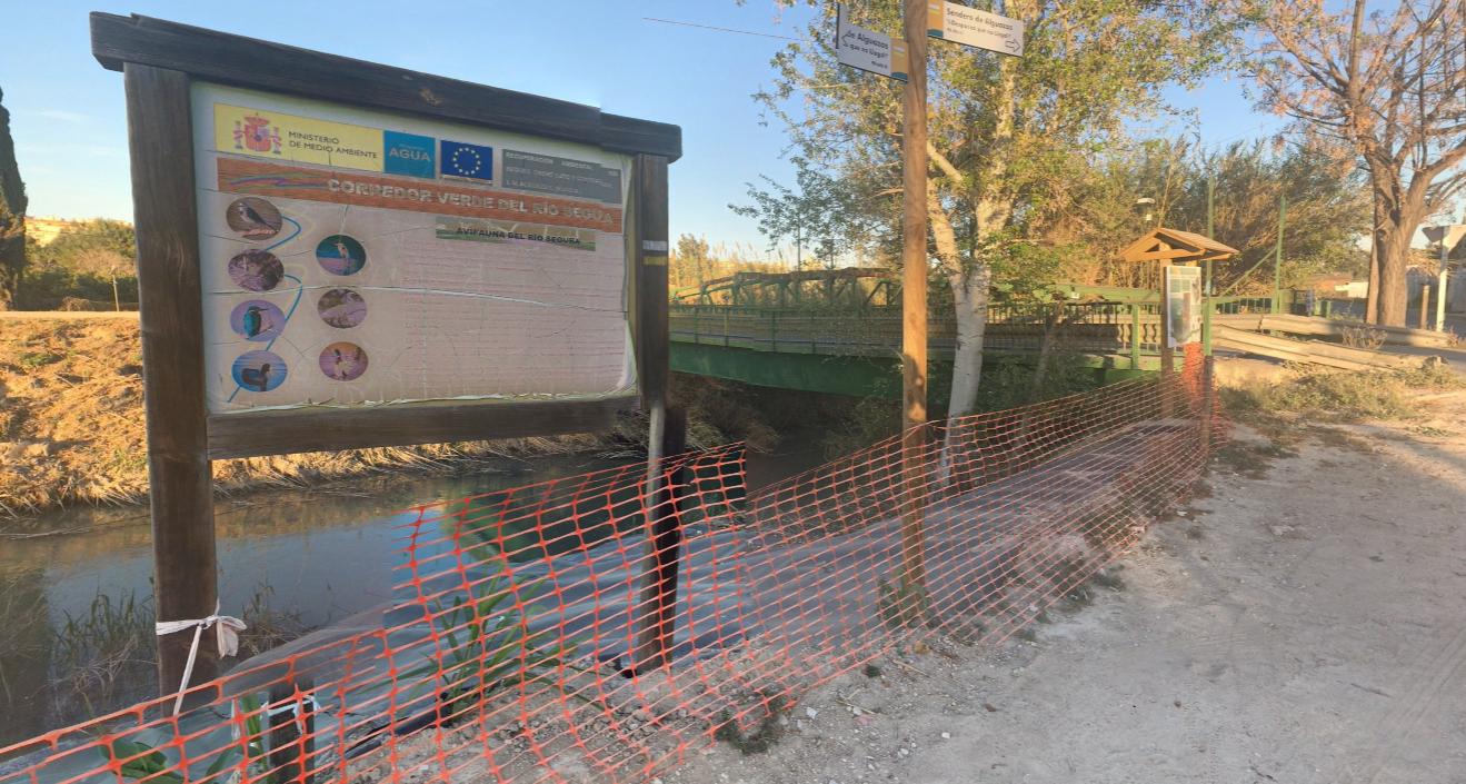 """La foto de la discordia en Molina de Segura: ¿falta de """"limpieza"""" de cauces, o urbanización de zonas inundables?"""